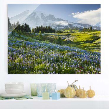 Glasbild - Bergwiese mit Blumen vor Mt. Rainier - Quer 4:3