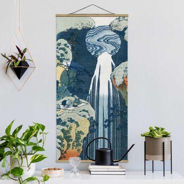 Stoffbild mit Posterleisten - Katsushika Hokusai - Der Wasserfall von Amida - Hochformat 2:1