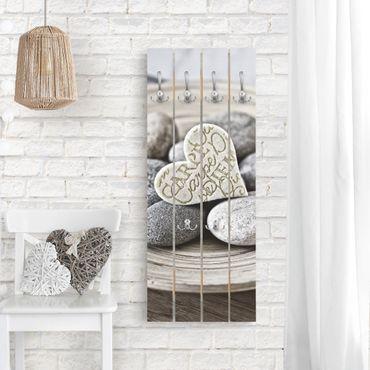Wandgarderobe Holz - Carpe Diem Herz mit Steinen - Haken chrom Hochformat