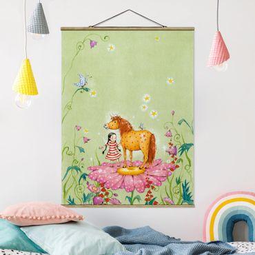 Stoffbild mit Posterleisten - Das Zauberpony auf der Blüte - Hochformat 4:3