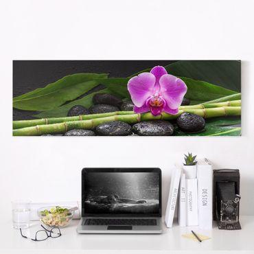 Leinwandbild - Grüner Bambus mit Orchideenblüte - Panorama 1:3