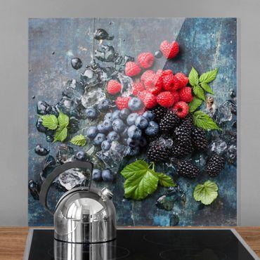 Glas Spritzschutz - Beerenmischung mit Eiswürfeln Holz - Quadrat - 1:1