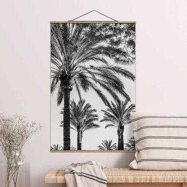 Stoffbild mit Posterleisten - Palmen im Sonnenuntergang Schwarz-Weiß - Hochformat 3:2