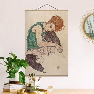 Stoffbild mit Posterleisten - Egon Schiele - Sitzende Frau mit hochgezogenem Knie - Hochformat 2:3