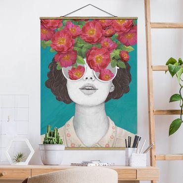 Stoffbild mit Posterleisten - Laura Graves - Illustration Portrait Frau Collage mit Blumen Brille - Hochformat 4:3