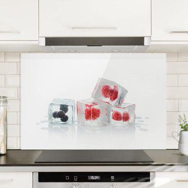 Spritzschutz Glas - Früchte im Eiswürfel - Querformat - 3:2