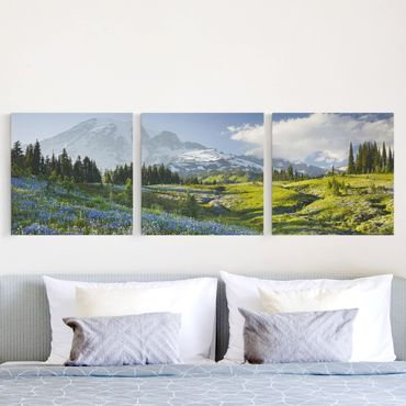 Leinwandbild 3-teilig - Bergwiese mit Blumen vor Mt. Rainier - Quadrate 1:1