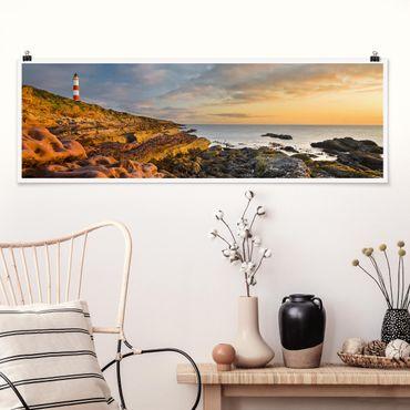 Poster - Tarbat Ness Leuchtturm und Sonnenuntergang am Meer - Panorama Querformat