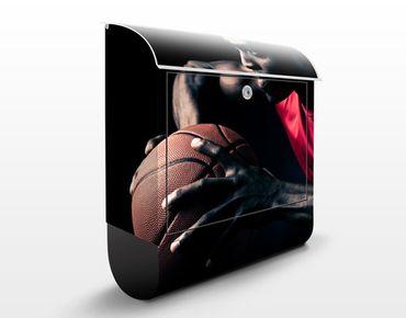 Wandbriefkasten - Nahaufnahme eines Basketballers - Briefkasten Schwarz