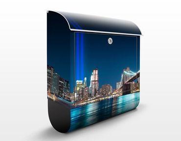 Briefkasten mit Zeitungsfach - Lichter des World Trade Centers - New York