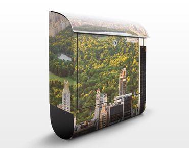 Briefkasten mit Zeitungsfach - Blick über den Central Park - New York