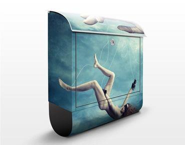 Wandbriefkasten - Fallende Frau - Briefkasten Blau