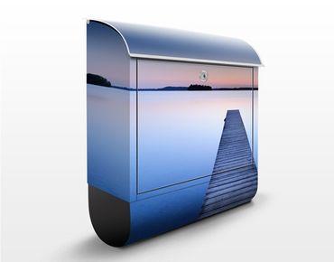 Briefkasten mit Zeitungsfach - Flußsteg bei Sonnenuntergang - Hausbriefkasten Blau