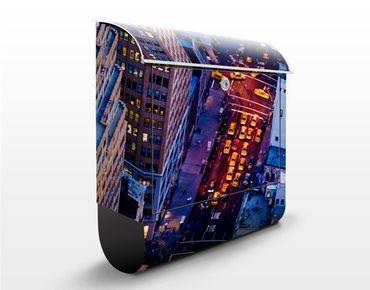 Briefkasten mit Zeitungsfach - Manhattans Taxilichter - New York