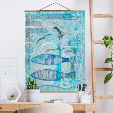 Stoffbild mit Posterleisten - Bunte Collage - Blaue Fische - Hochformat 4:3