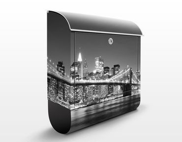 Briefkasten mit Zeitungsfach - Nighttime Manhattan Bridge II - New York