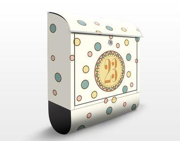 Briefkasten mit eigenem Text & Hausnummer - No.JS310 Wunschtext Hippie-Girl - Punktemuster