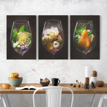 Leinwandbild 3-teilig - Weinaromen im Weinglas - Hoch 2:3