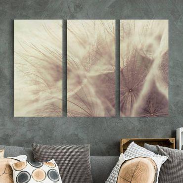 Leinwandbild 3-teilig - Detailreiche Pusteblumen Makroaufnahme mit Vintage Blur Effekt - Hoch 1:2
