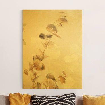 Leinwandbild Gold - Goldene Eukalyptuszweige mit Weiß I - Hochformat 3:4