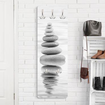 Garderobe - Steinturm im Wasser Schwarz-Weiß