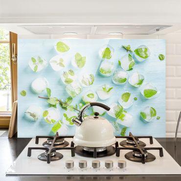 Spritzschutz Glas - Eiswürfel mit Minzblättern - Querformat - 3:2