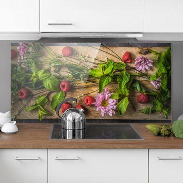 Spritzschutz Glas - Blumen Himbeeren Minze - Querformat - 2:1