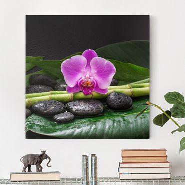 Leinwandbild - Grüner Bambus mit Orchideenblüte - Quadrat 1:1