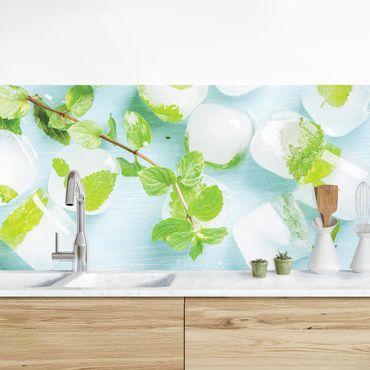 Küchenrückwand - Eiswürfel mit Minzblättern