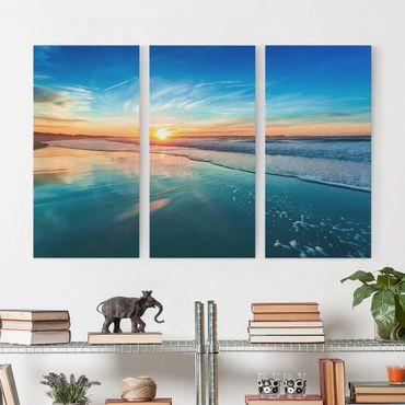 Leinwandbild 3-teilig - Romantischer Sonnenuntergang am Meer - Hoch 1:2
