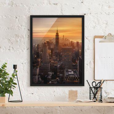 Bild mit Rahmen - Manhattan Skyline Abendstimmung - Hochformat 4:3
