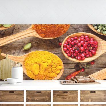 Küchenrückwand - Gewürze auf Holzlöffel