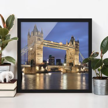 Bild mit Rahmen - Tower Brücke bei Nacht - Quadrat 1:1