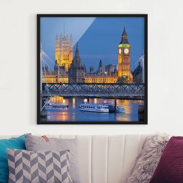 Bild mit Rahmen - Big Ben und Westminster Palace in London bei Nacht - Quadrat 1:1