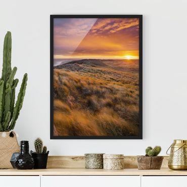 Bild mit Rahmen - Sonnenaufgang am Strand auf Sylt - Hochformat 3:4