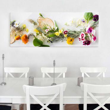 Glasbild - Frische Kräuter mit Essblüten - Panorama Quer