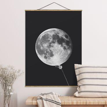 Stoffbild mit Posterleisten - Jonas Loose - Luftballon mit Mond - Hochformat 4:3