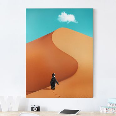 Leinwandbild - Jonas Loose - Wüste mit Pinguin - Hochformat 4:3