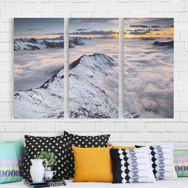 Leinwandbild 3-teilig - Blick über Wolken und Berge - Hoch 1:2