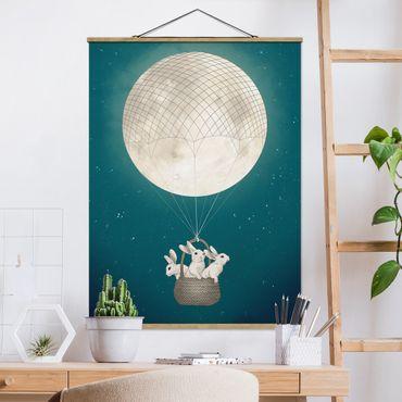 Stoffbild mit Posterleisten - Laura Graves - Illustration Hasen Mond-Heißluftballon Sternenhimmel - Hochformat 4:3