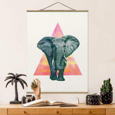 Stoffbild mit Posterleisten - Laura Graves - Illustration Elefant vor Dreieck Malerei - Hochformat 4:3