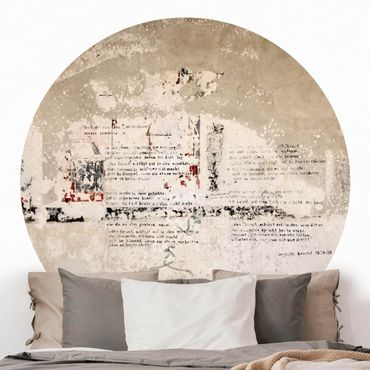 Runde Tapete selbstklebend - Alte Betonwand mit Bertolt Brecht Versen