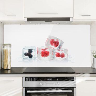 Spritzschutz Glas - Früchte im Eiswürfel - Querformat - 2:1