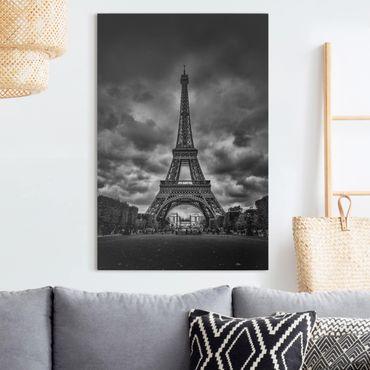 Leinwandbild - Eiffelturm vor Wolken schwarz-weiß - Hochformat 3:2