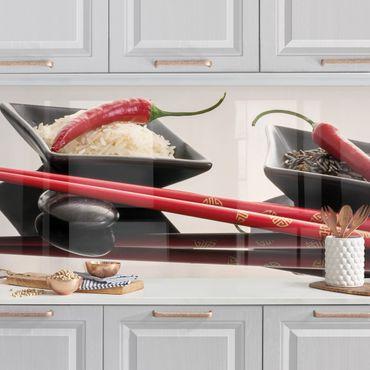 Küchenrückwand - Rote Chilis in Reisschalen
