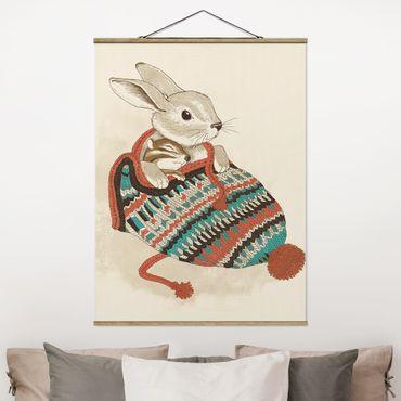 Stoffbild mit Posterleisten - Laura Graves - Illustration Kuschelnder Hase in Mütze - Hochformat 4:3