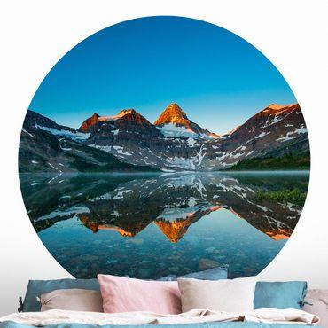 Runde Tapete selbstklebend - Berglandschaft am Lake Magog in Kanada
