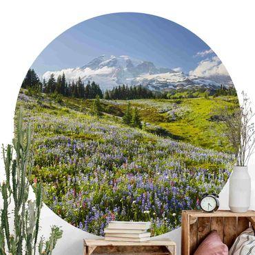Runde Tapete selbstklebend - Bergwiese mit Blumen vor Mt. Rainier