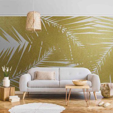 Metallic Tapete  - Blick durch goldene Palmenblätter