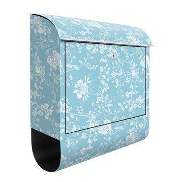 Briefkasten - Blumenranken auf Blau